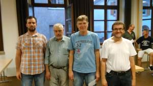 Von links: D. Chambers (Turnierleitung), F. Dushatskiy (3. Platz), Dr. V.Podat (Sieger), S. Doll (2. Platz